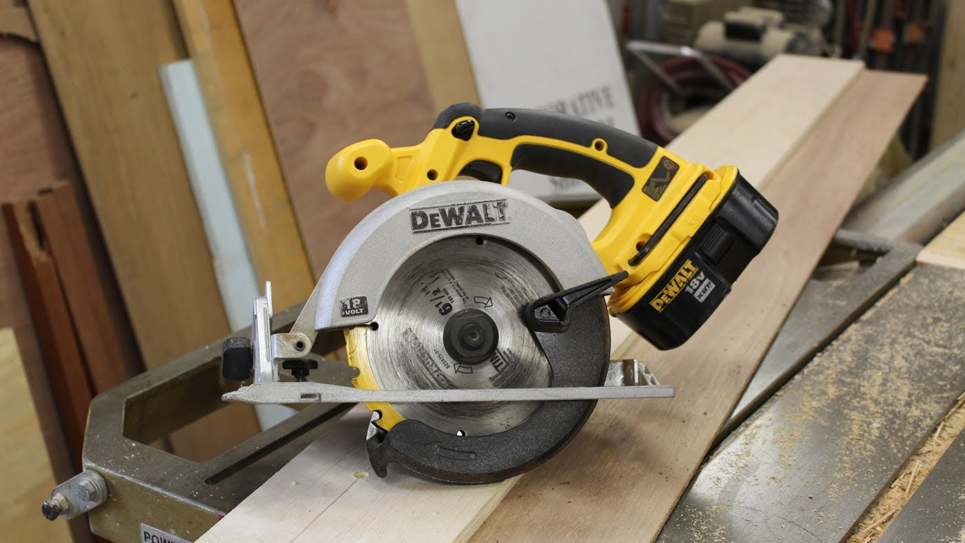 Make a rip fence jig for a circular saw