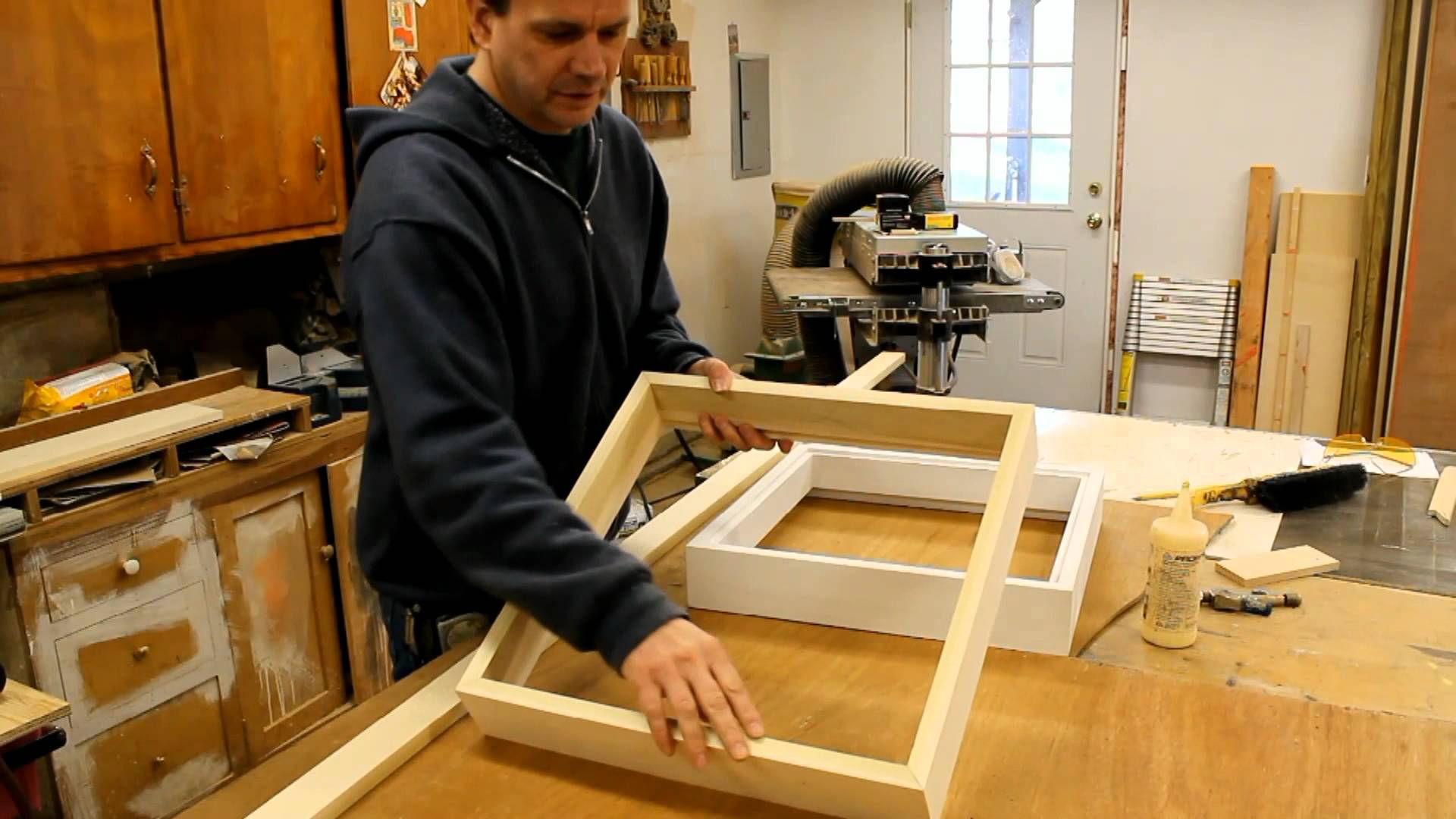 Make a wood picture frame with French cleat system