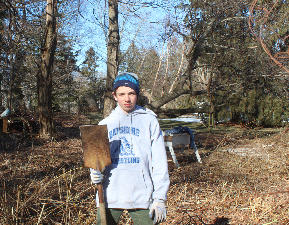 Make a Machete Shovel – Michael Puts It To Work on a Big Brush Pile