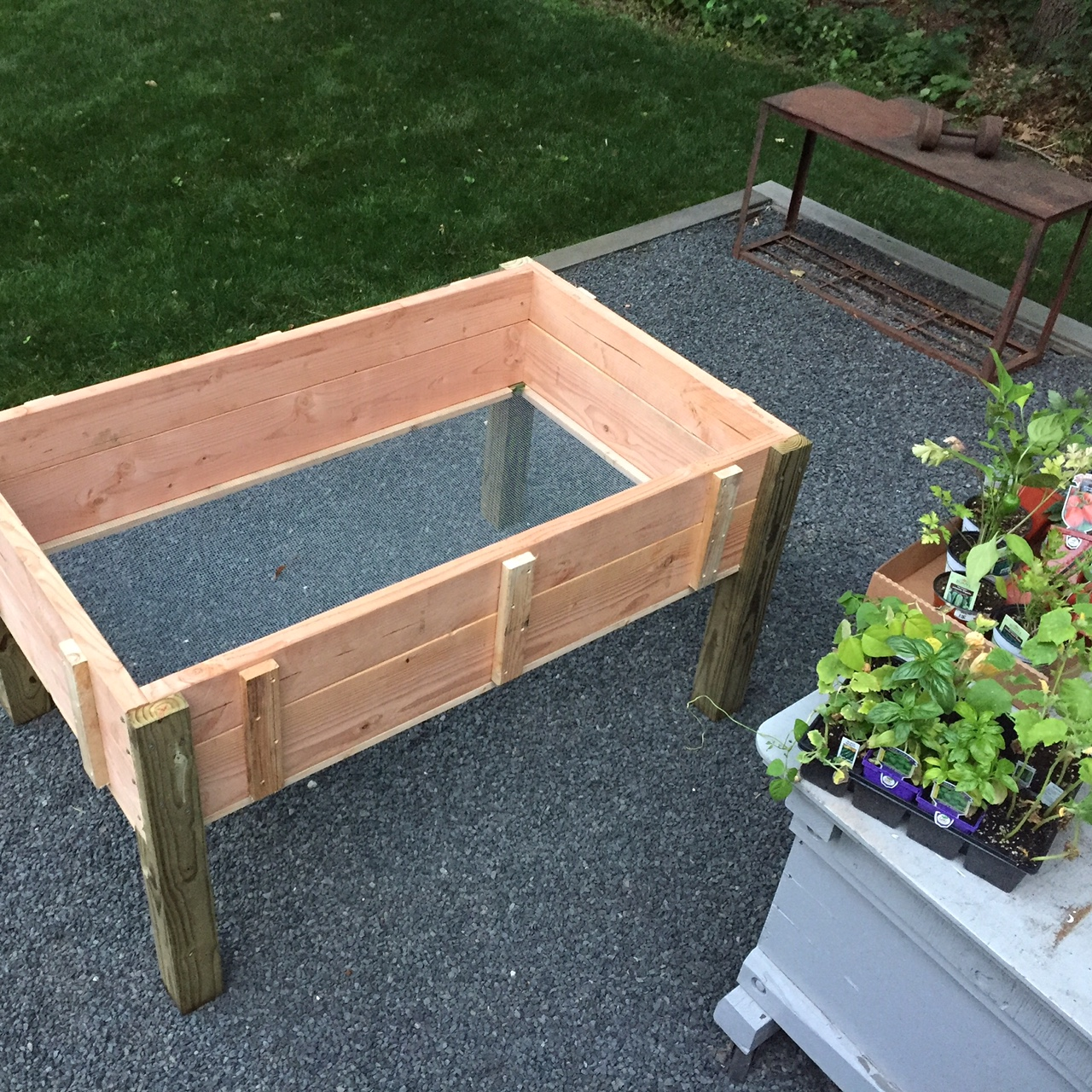 Stand Up Planter Box – Free Design Plans